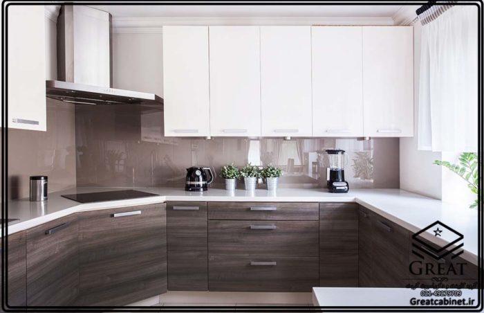 کابینت مدرن ترکیبی هایگلاس و مات سفید طرح چوب