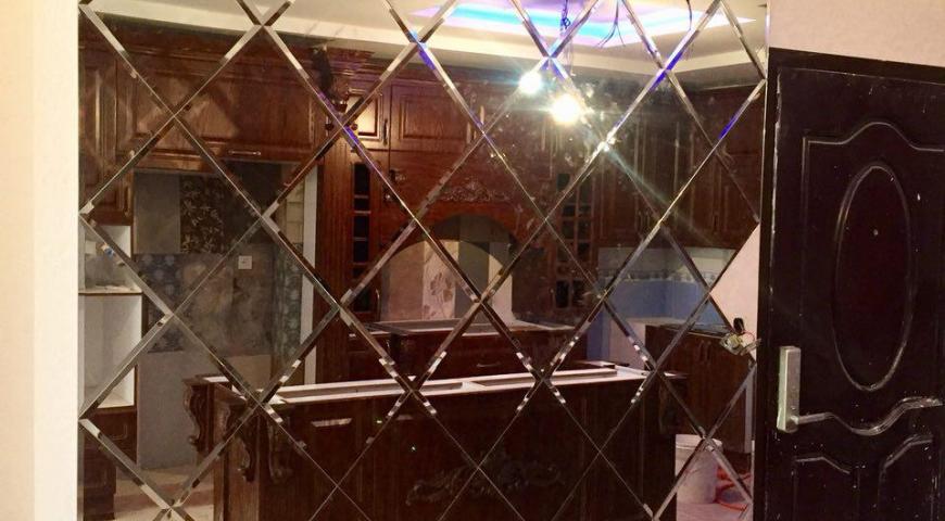 آینه سنتی در آشپزخانه