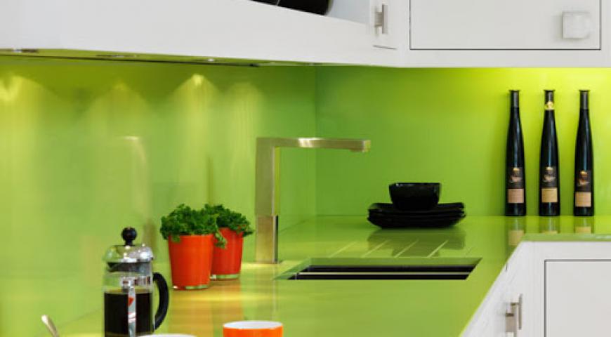 آینه سبز در آشپزخانه