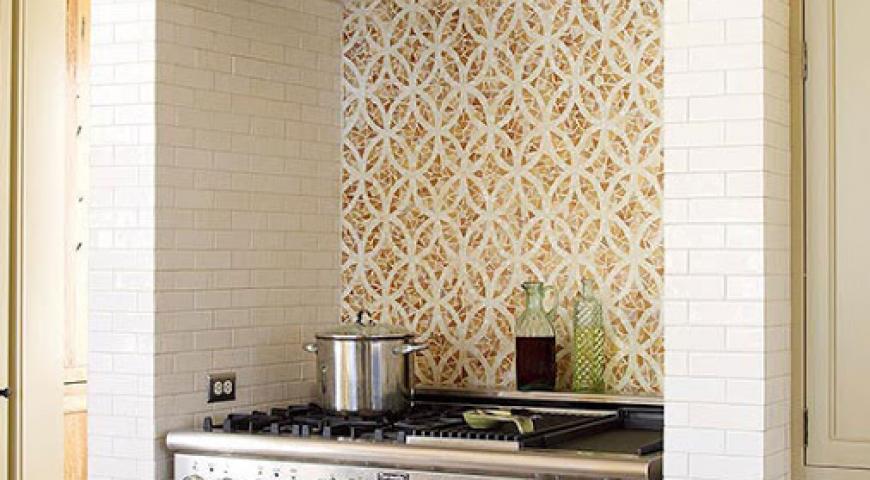 آینه طلایی در آشپزخانه