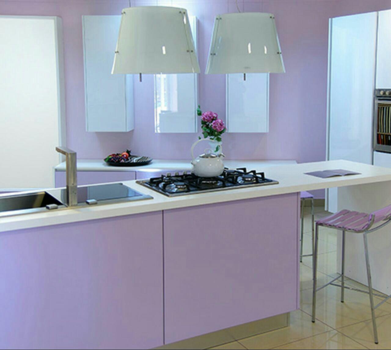 ترکیب رنگ بنفش در آشپزخانه