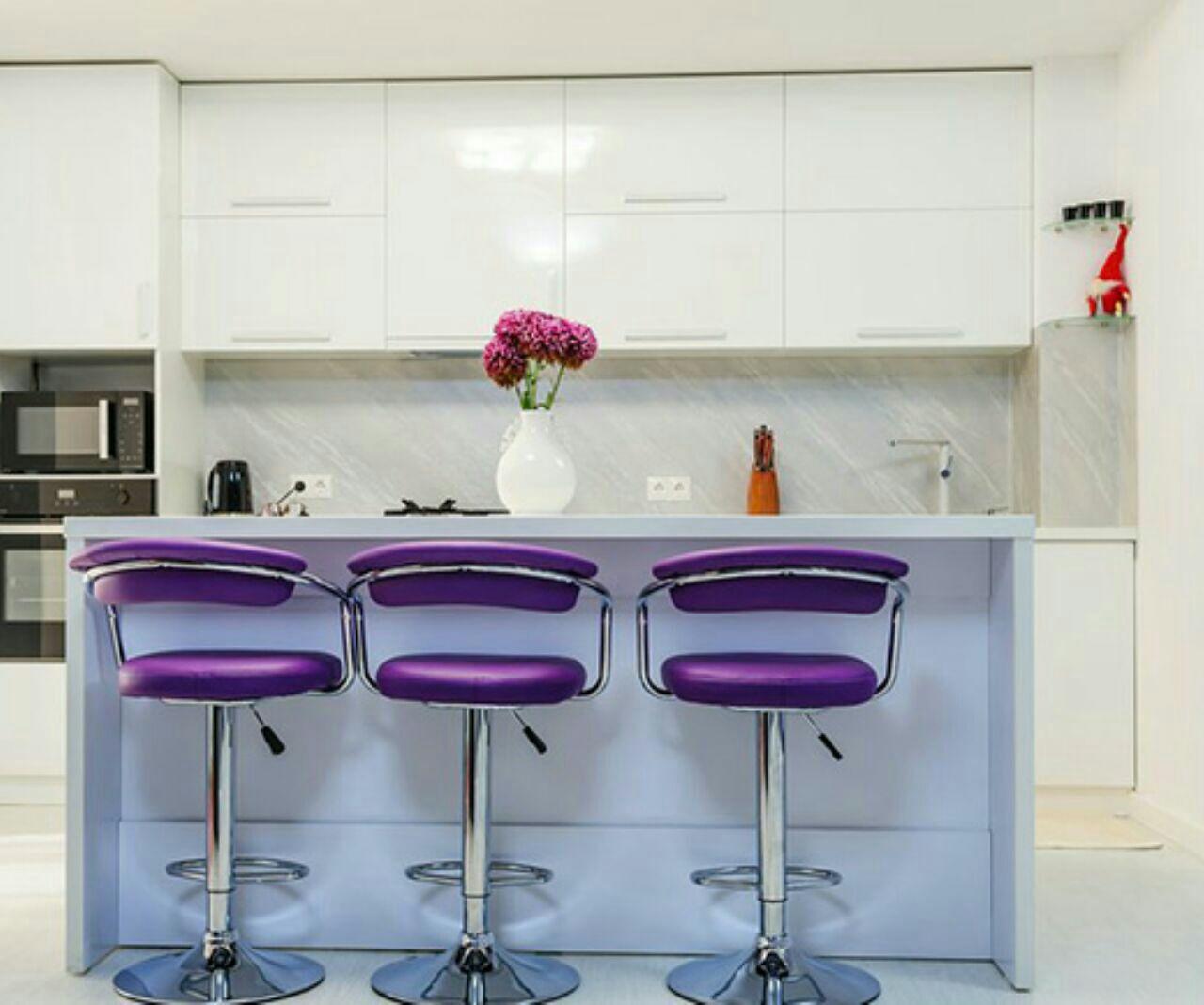 دیوار آشپزخانه بنفش