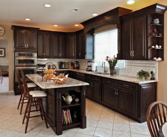 دکوراسیون آشپزخانه رنگ شکلاتی تیره یا روشن