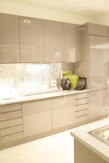 کابینت براق آشپزخانه مدرن