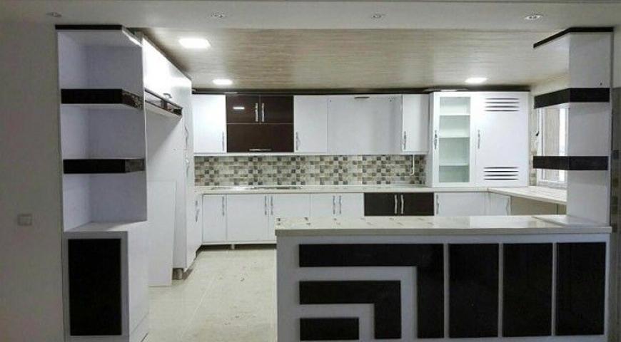 کابینت سفید مشکی در آشپزخانه