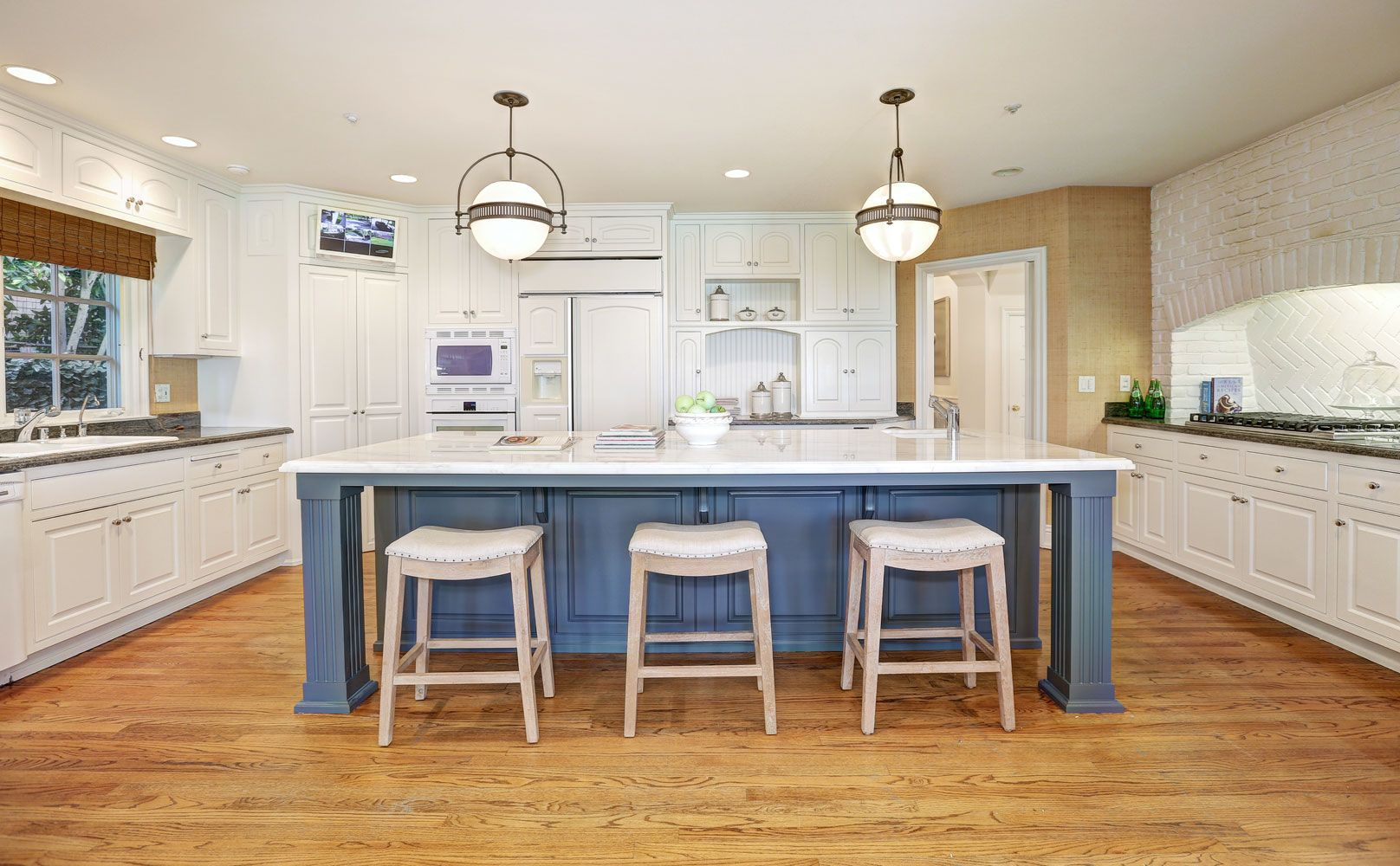 دکوراسیون آشپزخانه رنگ آبی ۲