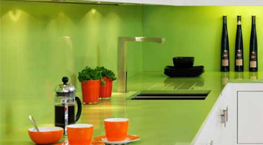 شیشه رنگی در آشپزخانه